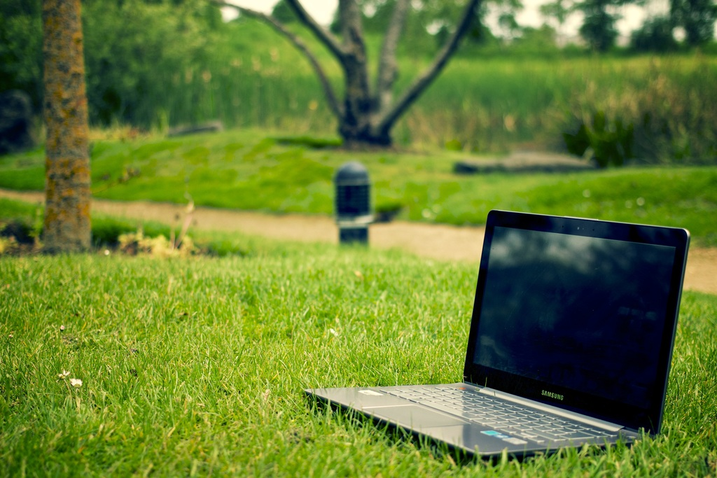 laptop-notebook-computer-work-tree-nature-949610-pxhere.com